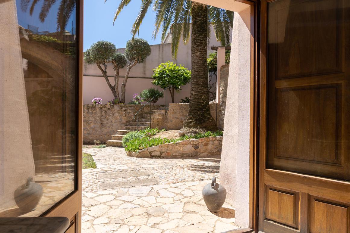 дом -                                       Costa Brava -                                       4 спальни -                                       0 человека